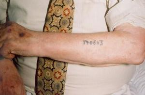 401px-Auschwitz_survivor_displays_tattoo